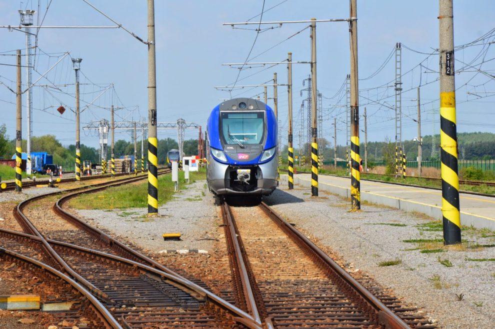 Železniční okruh ve Velimi. Snímek pořízen na katastru Cerhenic. Foto: Jan Sůra