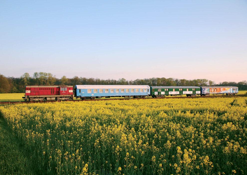 Lokomotiva 742, Kinematovlak, foto: České dráhy