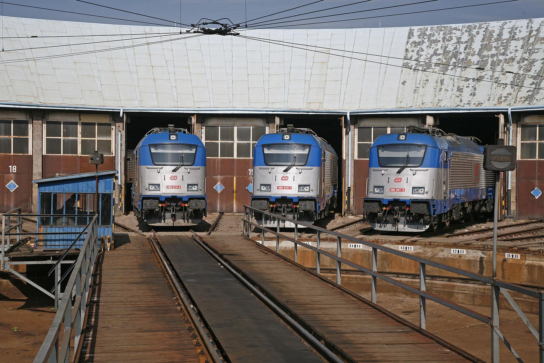 Lokomotivy řady 380 ČD v depu, zdroj: České dráhy