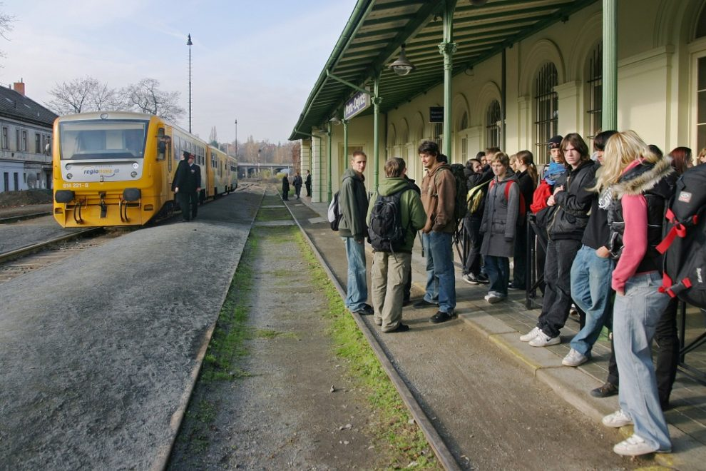 Osobní vlak mezi Prahou a Kladnem ve stanici Praha - Dejvice. Foto: České dráhy