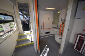 Interiér a WC jednotky 813.111 Mravec, foto: ZSSK