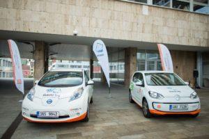 Elektromobily Volkswagen a Nissan. Foto: ČEZ