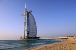 Jedna z dominant Dubaje, hotel Burj Al Arab. Foto: Jan Sůra