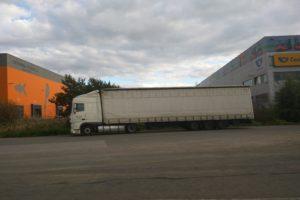 Odpočívka na D10, kde se bude provádět dotazování řidičů kamionů. Foto: Jan Sůra
