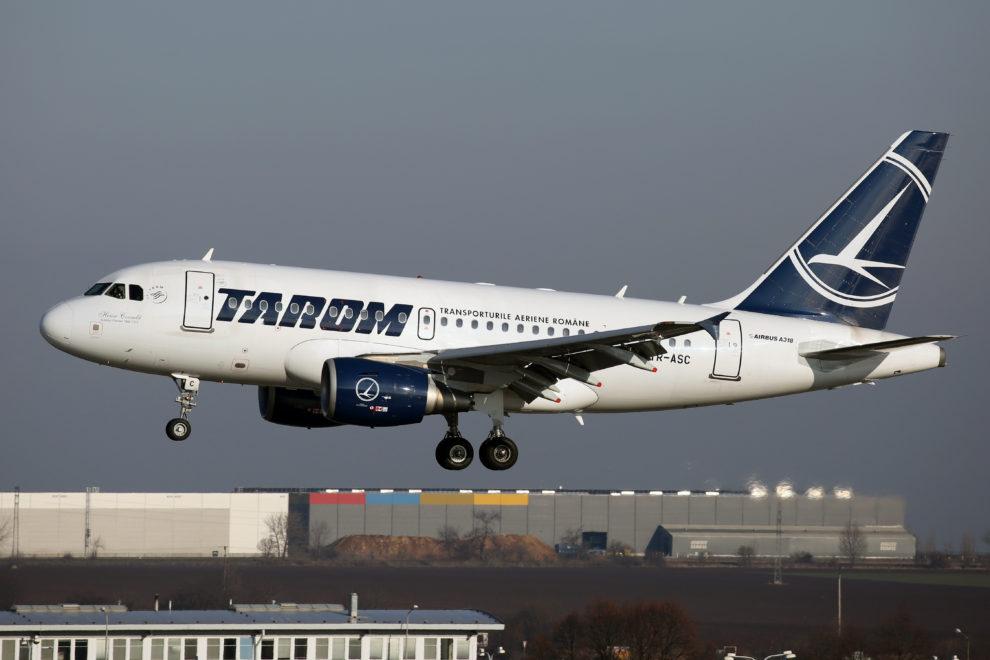Airbus A318 společnosti Tarom v Praze. Foto: Letiště Praha