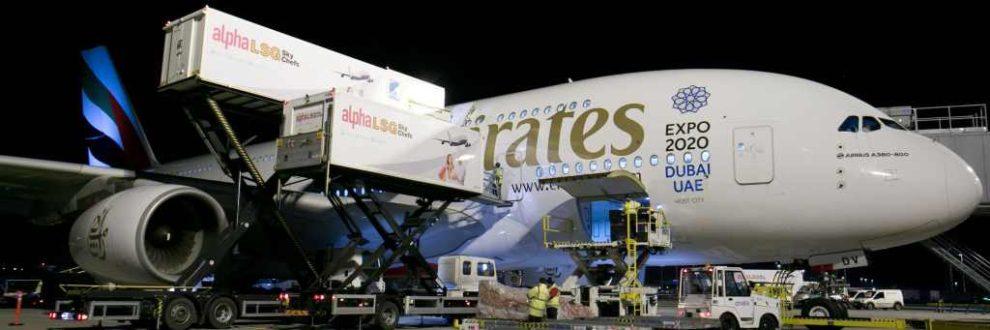Nakládání letadla A380 společnosti Emirates palubním občerstvením. Foto: Alpha Flight