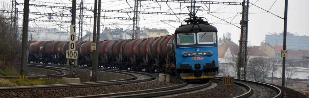 Nákladní vlak ČD Cargo po výjezdu ze stanice Praha - Libeň. Foto: Jan Sůra