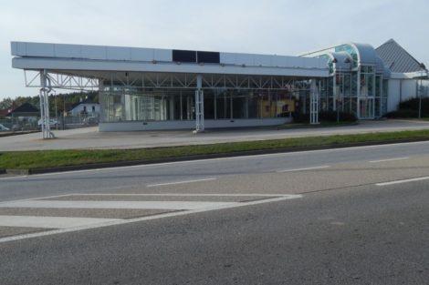 Bývalý příjezd do ČB přes Borek zeje prázdnotou. Autosalon BMW se včas odstěhoval. Autor: Zdopravy.cz/Jan Šindelář
