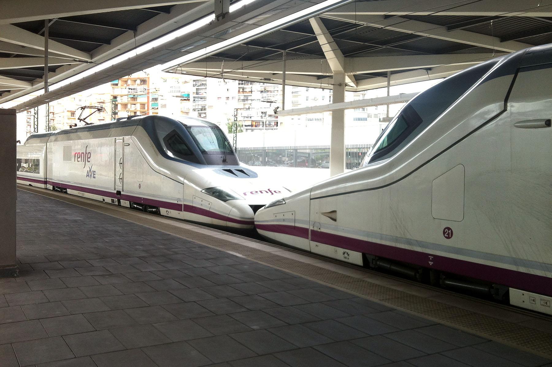 Jednotky AVE 102 RENFE, Valencie, foto: Zdopravy.cz/Josef Petrák