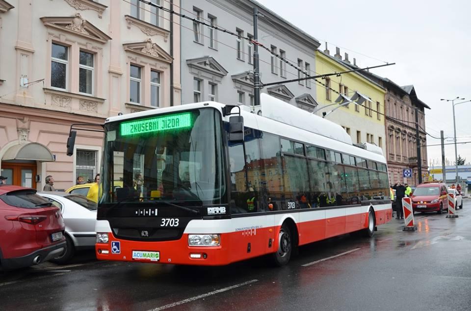 Parciální trolejbus SOR TNB 12, který DPP v Praze testoval od podzimu. Foto: DPP