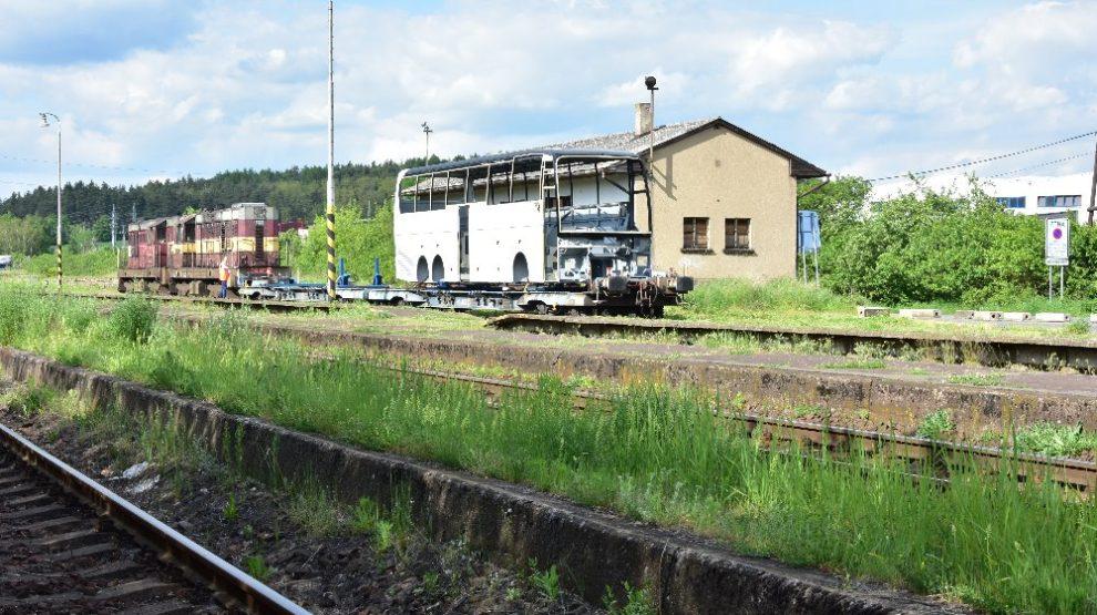 Zkušební přeprava karoserie autobusu z Neu Ulmu do Holýšova po železnici. Foto: ČD Cargo