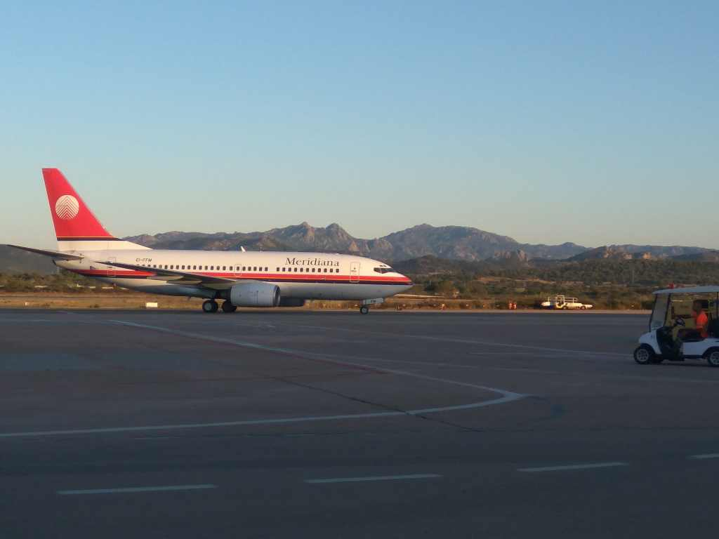 Boeing 737-300 společnosti Meridiana na letišti Olbia. Foto: Jan Sůra