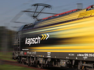 Lokomotiva Siemens Taurus v reklamním nátěru Kapsch. Foto: Kapsch