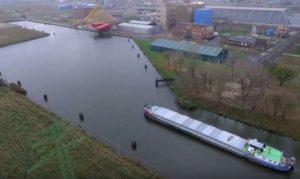 Loď na Kędzierzynském kanálu. Autor: Grupa Azoty