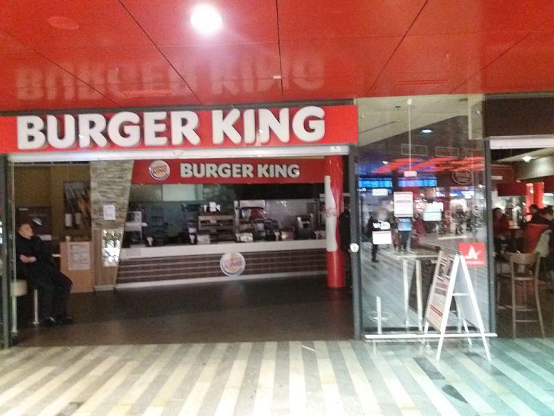 Nezvyklý obrázek, prázdný Burger King na hlaváku. Autor: Zdopravy.cz/Jan Šindelář