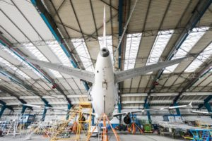 Těžká údržba v hangáru F na Ruzyni. Autor: CSAT