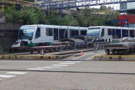 Vlaky GW Trainu čekají na rekonstrukci v areálu CZ Loko. Foto z léta 2017. Autor: Zdopravy.cz/Jan Šindelář