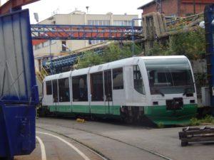 Vlak GW Trainu čeká na rekonstrukci v areálu CZ Loko. Foto z léta 2017. Autor: Zdopravy.cz/Jan Šindelář