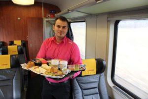 Občerstvení na palubě vlaků RegioJet. Foto: RegioJet