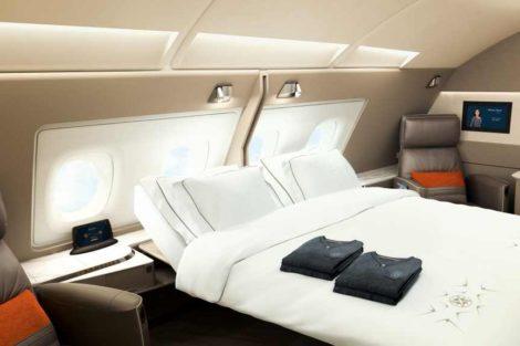 Kabiny v první třídě půjde spojit v jednu a umožnit i spaní na dvoulůžku. Foto: Singapore Airlines