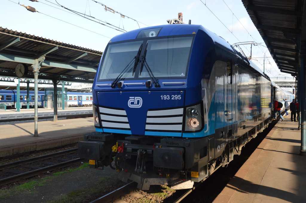 Siemens Vectron v barvách Českých drah při prezentační jízdě v Plzni. Foto: Jan Sůra