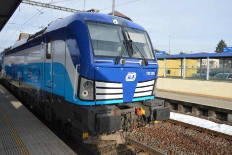 Lokomotiva Siemens Vectron v Plané u Mariánských Lázní. Foto: Jan Sůra