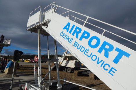 Letiště České Budějovice. Schůdky by byly, teď ještě sehnat letadla. Autor: Zdopravy.cz/Jan Šindelář