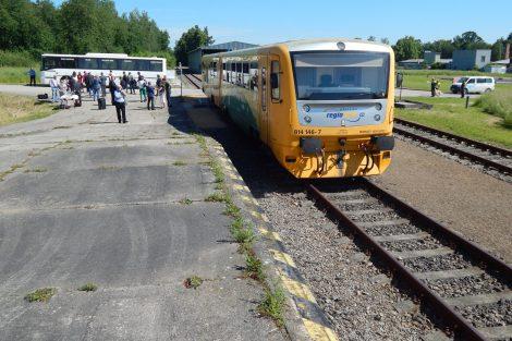 Letiště České Budějovice má i kolejové napojení. Osobní vlak tu byl poprvé (a zatím naposledy) v roce 2016. Autor: Zdopravy.cz/Jan Šindelář
