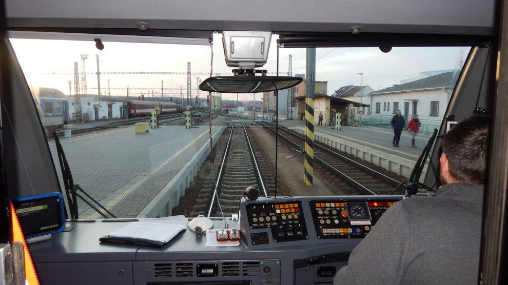Vlaky GW Trainu umožňují cestujícím koukat přes záda strojvedoucího na trať. Autor: Zdopravy.cz/Jan Šindelář