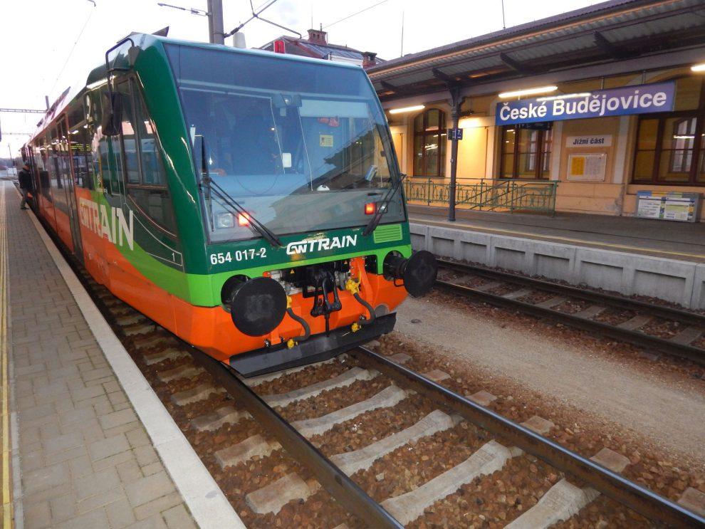První spoj GW Trainu před startem z ČB do Nového Údolí. Autor: Zdopravy.cz/Jan Šindelář