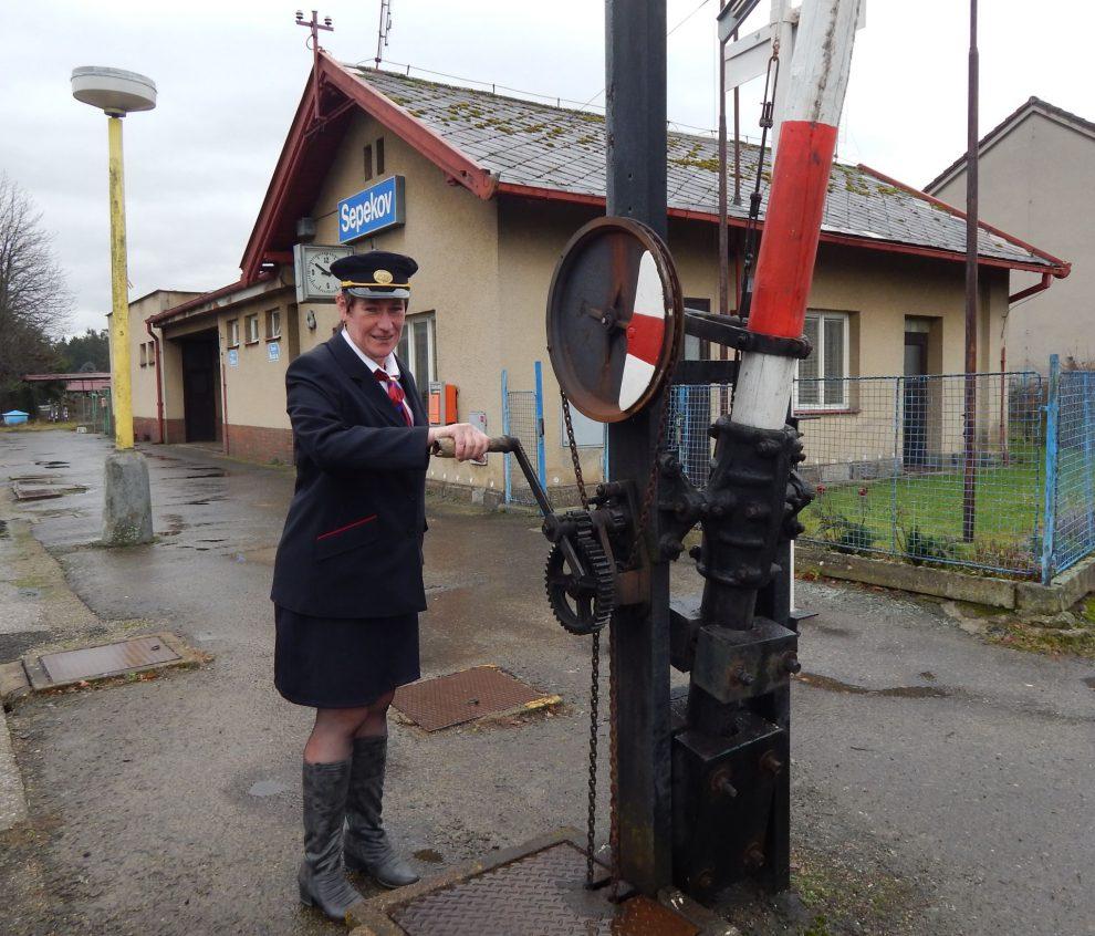 Jednou ze stanic, kde prodává jízdenky ještě personál SŽDC, je Sepekov. Foto: Jan Šindelář