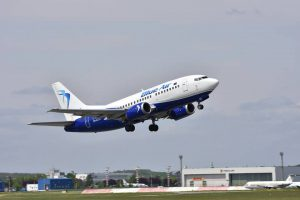 Boeing 737-500 letecké společnosti Blue Air. Foto: Facebook Blue Air