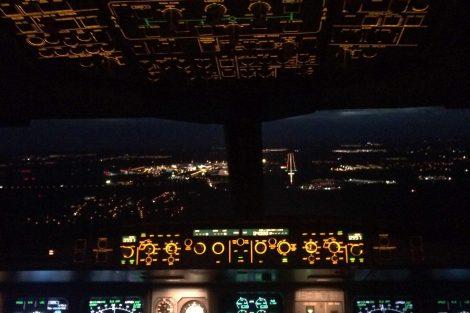 Přistání v Praze z kokpitu A330. Foto: archív Judity Svobodové