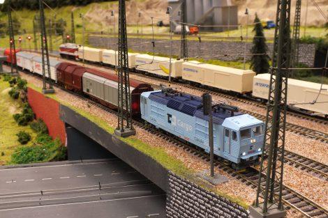Nákladní vlak. Foto: Království železnic.