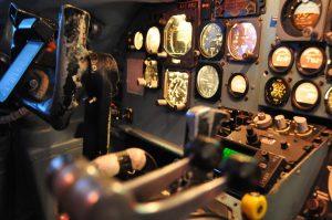 Navigační a letové přístroje DC-9. Foto: realsim.cz