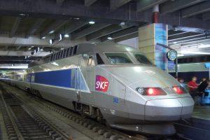 TGV Atlantique na nádraží Montparnasse. Foto: By SeeSchloss (Own work) [CC BY-SA 2.5 (https://creativecommons.org/licenses/by-sa/2.5)], via Wikimedia Commons