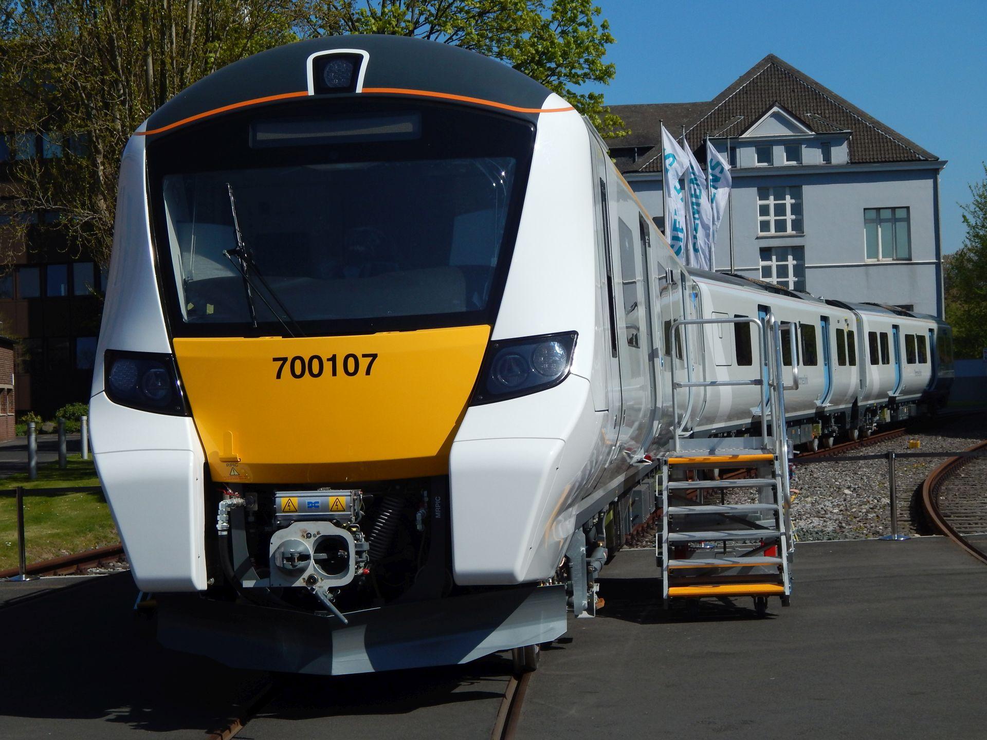 Nový vlak od Siemensu pro londýnský systém Thameslink. Autor: Zdopravy.cz/Jan Šindelář