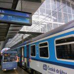 Západní expres Českých drah před odjezdem z hlavního nádraží v Praze. Foto: Jan Sůra