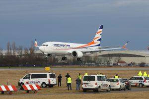 Boeing 737 MAX 8 společnosti Travel Service před přistáním po dodávacím letu ze Seattlu. Foto: Letiště Praha