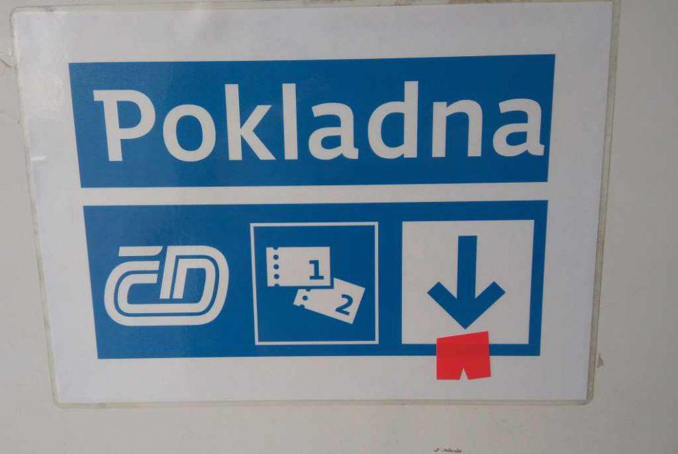 Pokladna Českých drah v Černošicích - Mokropsech. Foto: Jan Sůra