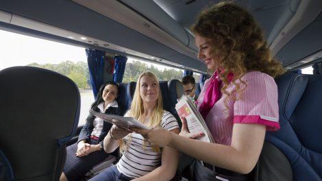 Palubní servis v autobusech RegioJet. Foto: RegioJet