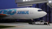 A330-800neo po pobytu v lakovně Airbusu. Foto: Airbus
