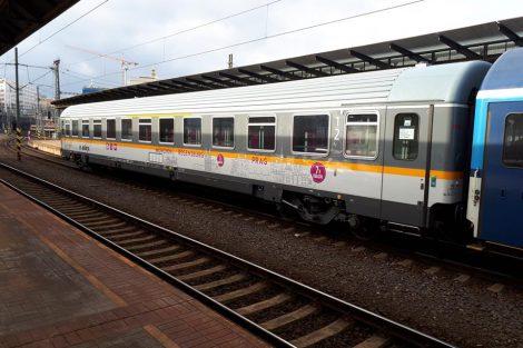 Vůz ABbmdz s polepem na častější spojení mezi Prahou a Mnichovem. Foto: Aleš Petrovský - www.facebook.com/alespet
