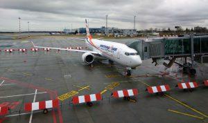 Nový Boeing 737 MAX 8 společnosti Travel Service na stojánce Terminálu 1 Letiště Václava Havla. Foto: Jan Sůra