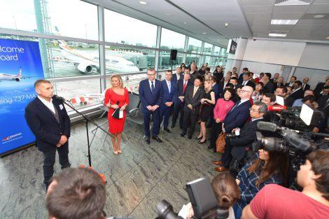 Slavnostní proslovy před novým letadlem. Foto: Letiště Praha