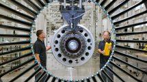 Montáž motoru PW1100G-JM. Foto: Pratt & Whitney