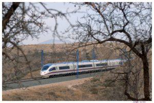 Rychlovlak AVE Class 103 (Siemens Velaro) mezi Madridem a Barcelonou. Foto: RENFE