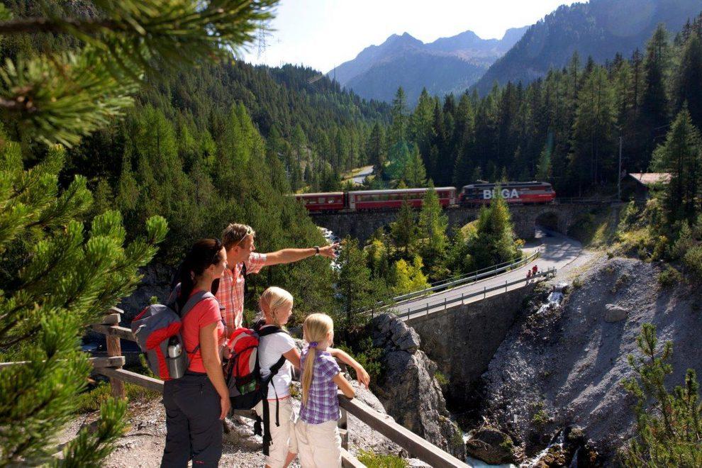 Via Albula, pěší trasa kolem Albulabahn. Foto: Rhätische Bahn