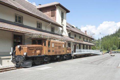 Historická lokomotiva Krokodýl před muzeem v Bergünu. Foto: Rhätische Bahn