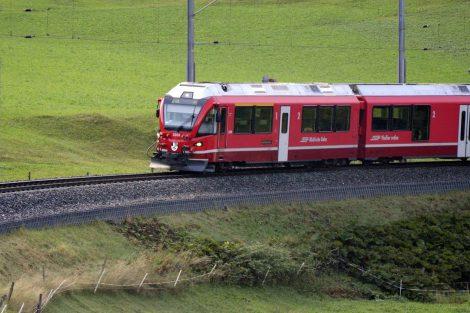 Jednotka Stadler Allegra u Bergünu. Foto: Jan Sůra